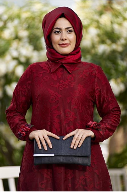 Dantelli Kırmızı Elbise Çiçek Aksesuarlı